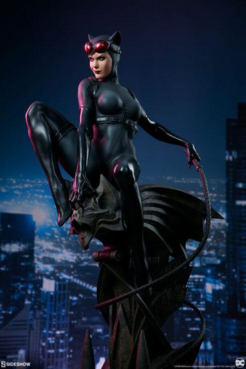 Catwoman Premium Format™ Figure Statue