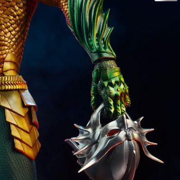 Aquaman Premium Format Figure Orm Helmet