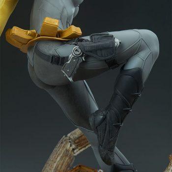 Batgirl Premium Format™ Figure