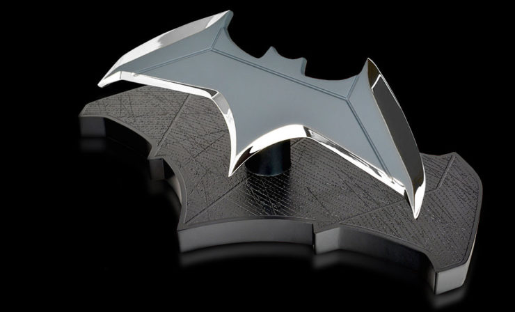 Batman Batarang Collectible Figure QmX
