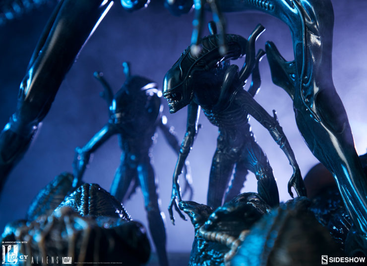 Xenomorphs Protecting the Alien Queen