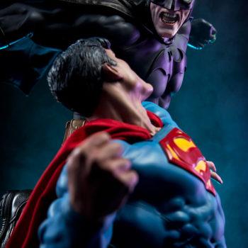 Batman vs Superman Diorama Dramatic Close Up looking over Superman's Shoulder at Batman