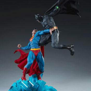 Batman vs Superman Diorama Open Lit Shot 2