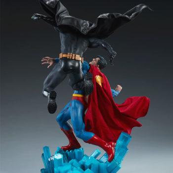 Batman vs Superman Diorama Open Lit Shot 3