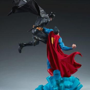 Batman vs Superman Diorama Open Lit Shot 4