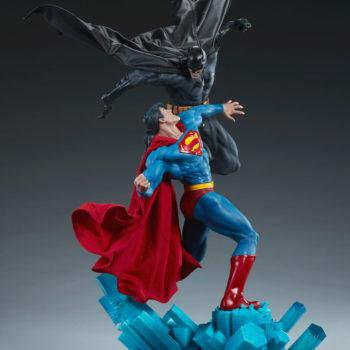 Batman vs Superman Diorama Open Lit Shot 6