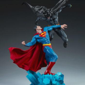 Batman vs Superman Diorama Open Lit Shot 7