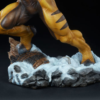Sabretooth Premium Format™ Figure Snowy Base Focus 1
