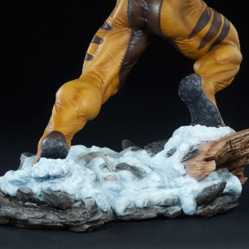 Sabretooth Premium Format™ Figure Snowy Base Focus 2
