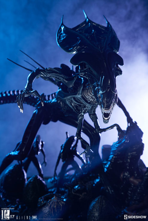 Alien Queen Maquette Dramatic Lit Shot- Sideshow and Legacy Effects