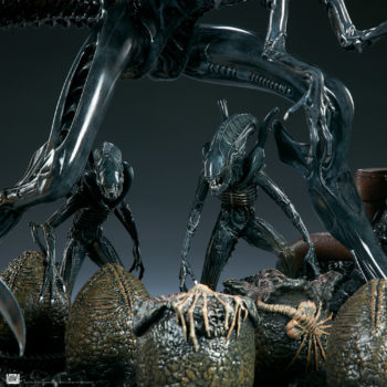 Alien Queen Maquette Alien Warriors and Egg Close Up- Sideshow and Legacy Effects