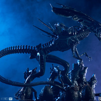 Alien Queen Maquette Dramatically Lit Shot 4- Sideshow and Legacy Effects