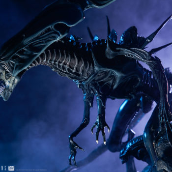 Alien Queen Maquette Dramatically Lit Profile Shot- Sideshow and Legacy Effects