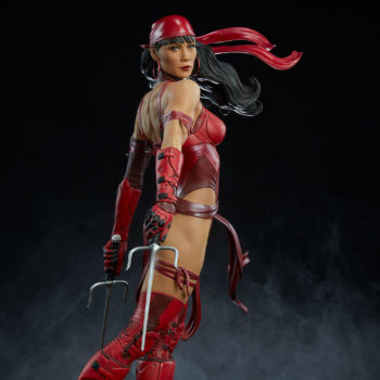 Elektra Premium Format Figure side view with sais