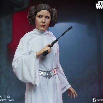 Princess Leia Premium Format™ Figure Dramatic Environment Shot 4