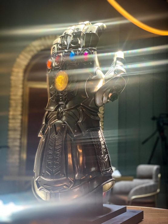 Hot Toys Infinity Gauntlet Life-Size Replica