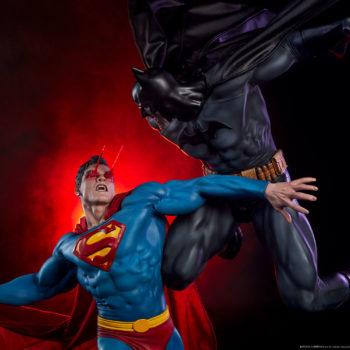 Batman vs Superman Diorama Exclusive Edition Dramatic Shot