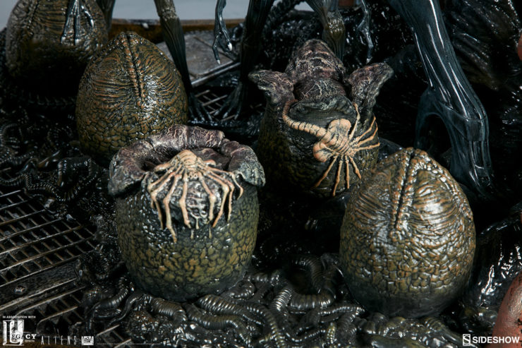 Royal Facehuggers Being Born