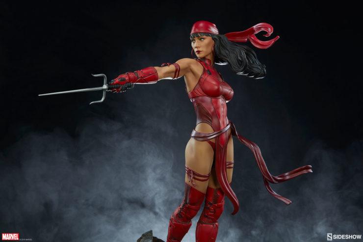 Elektra pointing her Sai
