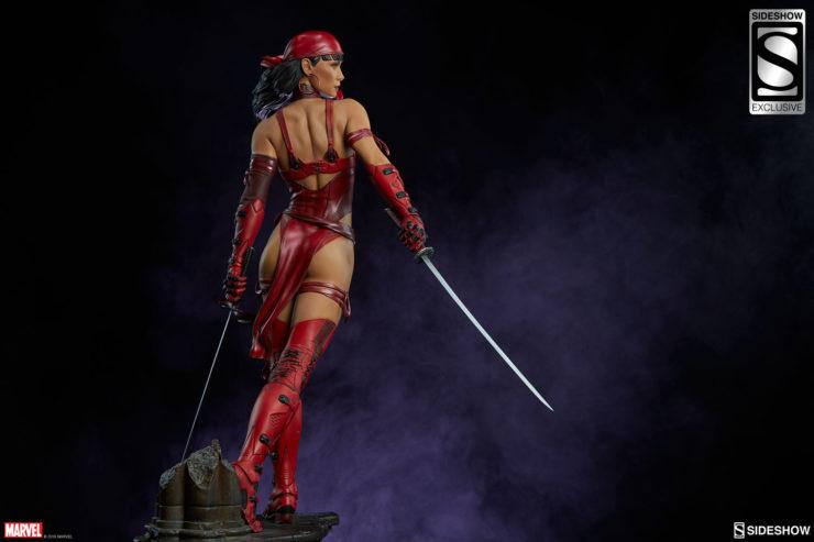 Elektra brandishing her Katana