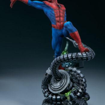 Spider-Man Premium Format™ Figure Open Lit Turnaround 1