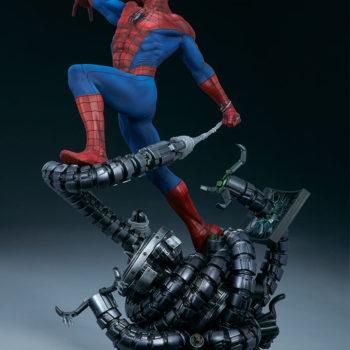 Spider-Man Premium Format™ Figure Open Lit Turnaround 2