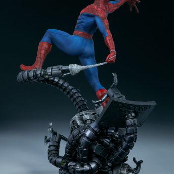 Spider-Man Premium Format™ Figure Open Lit Turnaround 3