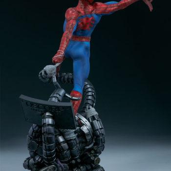 Spider-Man Premium Format™ Figure Open Lit Turnaround 4