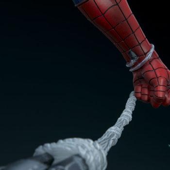 Spider-Man Premium Format™ Figure Web-Holding Hand Detail 2