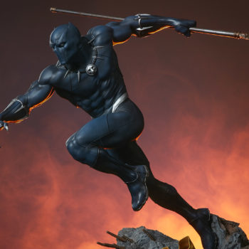 Black Panther Statue- Avengers Assemble Collection Dramatic Lighting 2