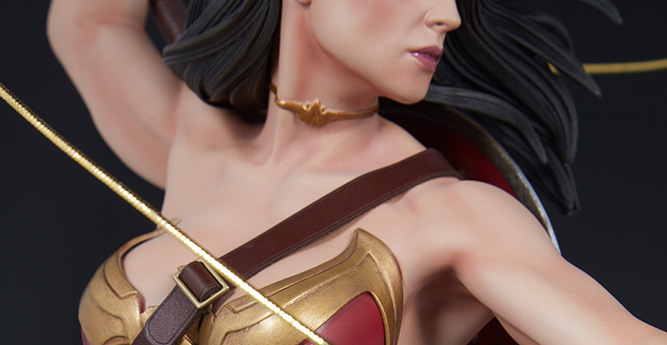 Wonder Woman Premium Format Figure Shoulders