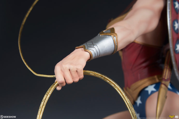 Wonder Woman Premium Format Figure Gauntlets