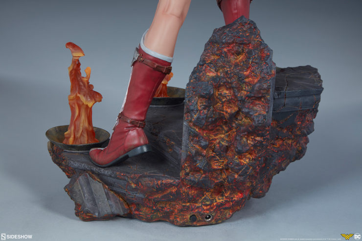 Wonder Woman Premium Format Figure Boots