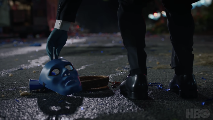 Watchmen trailer showing Dr. Manhattan picking up a blue mask meant to look like him