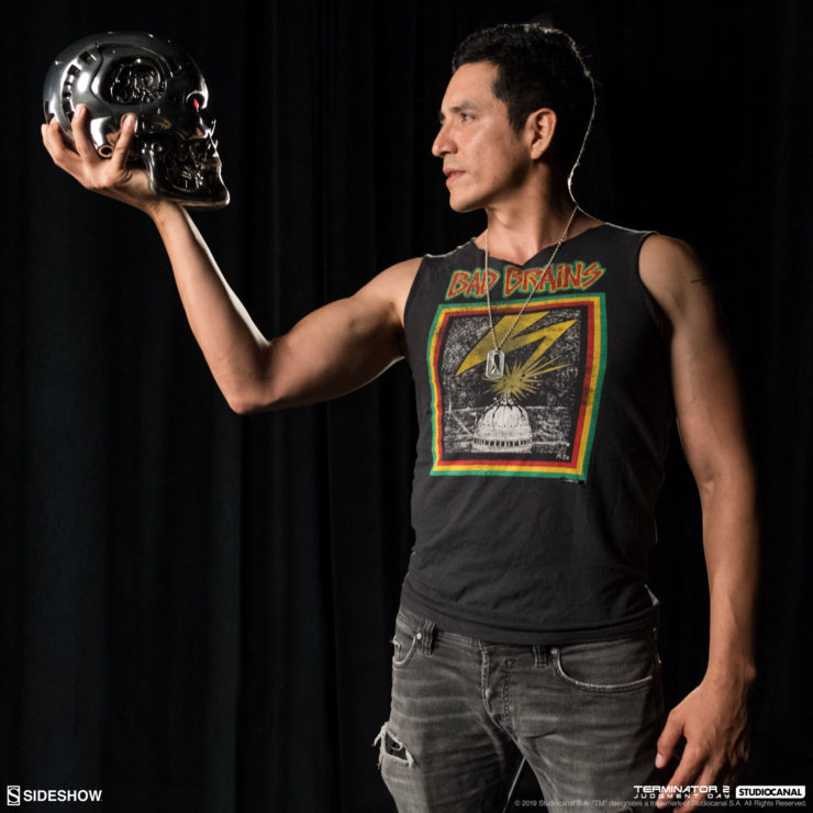 Gabriel Luna meets the T-800 at Sideshow HQ!