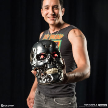 Gabriel Luna Holding Terminator 2 T-800 Endoskull