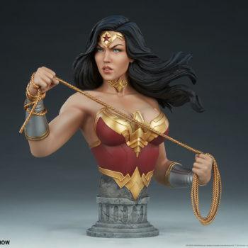 Wonder Woman Bust Open Lit Turnaround 1