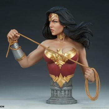 Wonder Woman Bust Open Lit Turnaround 2