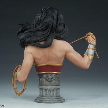 Wonder Woman Bust Open Lit Turnaround 4