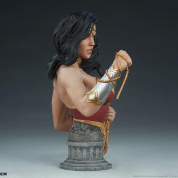 Wonder Woman Bust Open Lit Turnaround 5