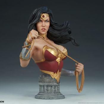 Wonder Woman Bust Open Lit Turnaround 6