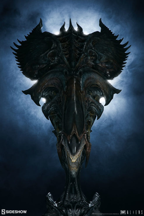 Alien Queen Mythos Legendary Scale™ Bust with dramatic lighting behond