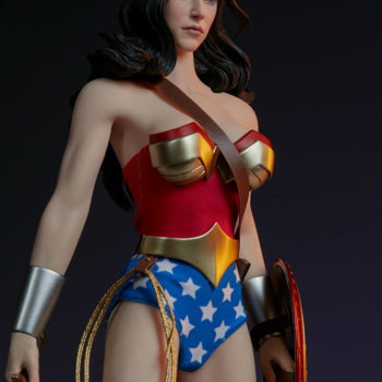 Wonder Woman Sixth Scale Figure with Lasso of Truth and Sword 2
