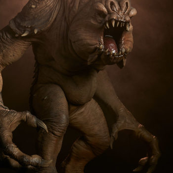 Rancor Deluxe Statue with Dramatic Lighting 2
