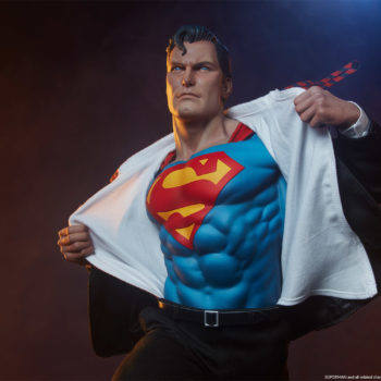 Front view of Superman with no glasses or hat on the Superman Call To Action Premium Format Figure