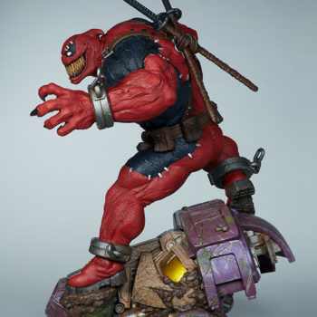 Full left side view of Venompool, standing on a sentinel's head with his grin