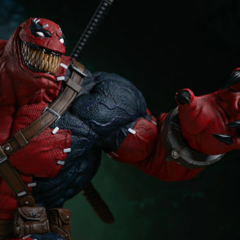 Venompool grinning reaching out with his left claw