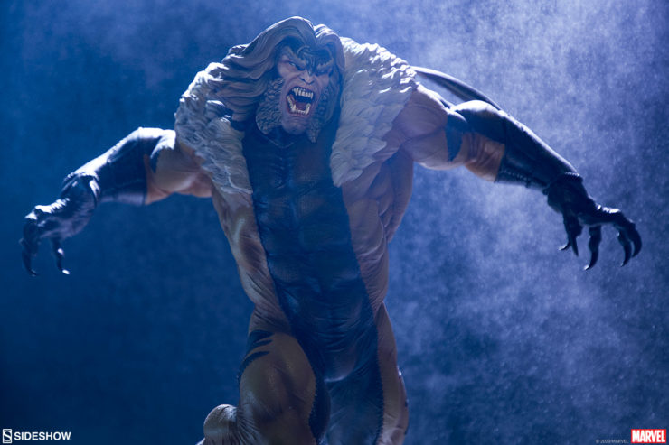 New Photos of the Sabretooth Premium Format™ Figure