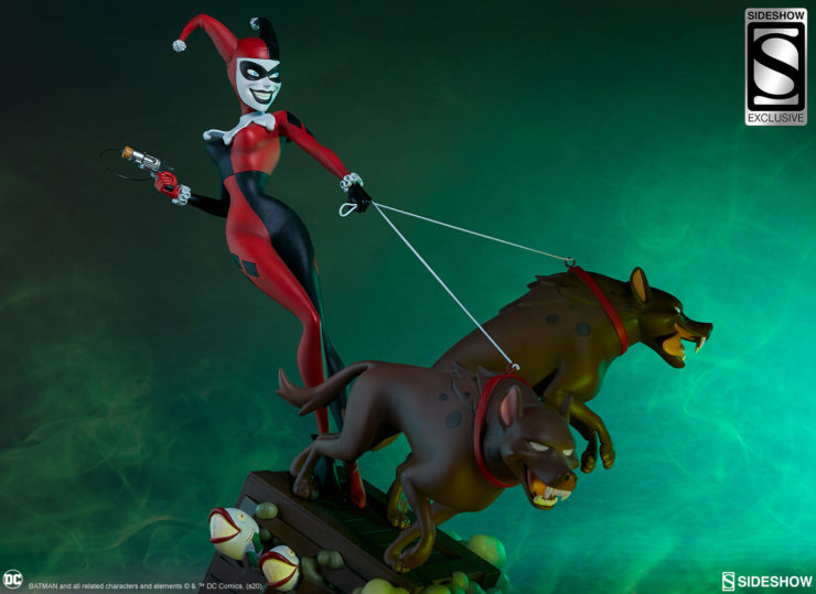 New Photos of the Harley Quinn Statue