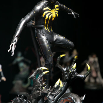 Hot Toys- Spider-Man Anti-Ock Suit Sixth Scale Figure